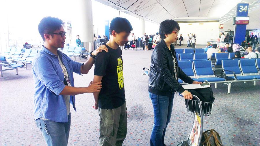 入境处调查员于香港国际机场进行打击伪证行动